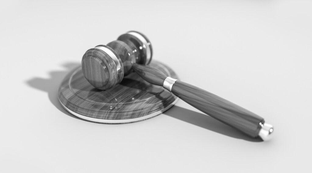 aannemer op de rechtbank